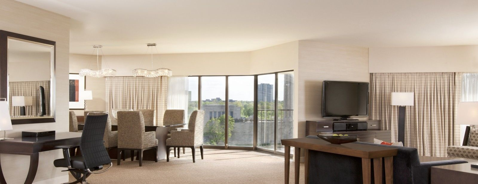 Crown Suites | The Westin Kansas City Hotel at Crown Center