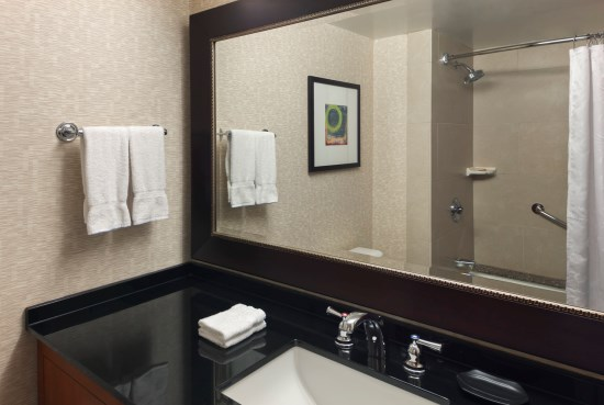 Sheraton Guest Room Bathroom